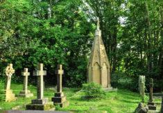 A Tour of Trinity St John sub Castro's Churchyard